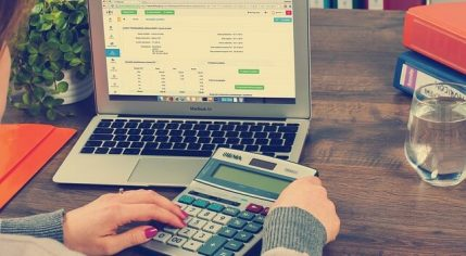 5 יתרונות להפקת חשבוניות אונליין לבעלי עסקים